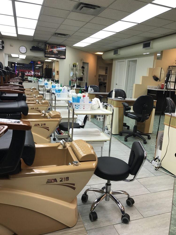 Kim\'s Nail Salon Bayview, Nail Care in Davisville Village - Parkbench