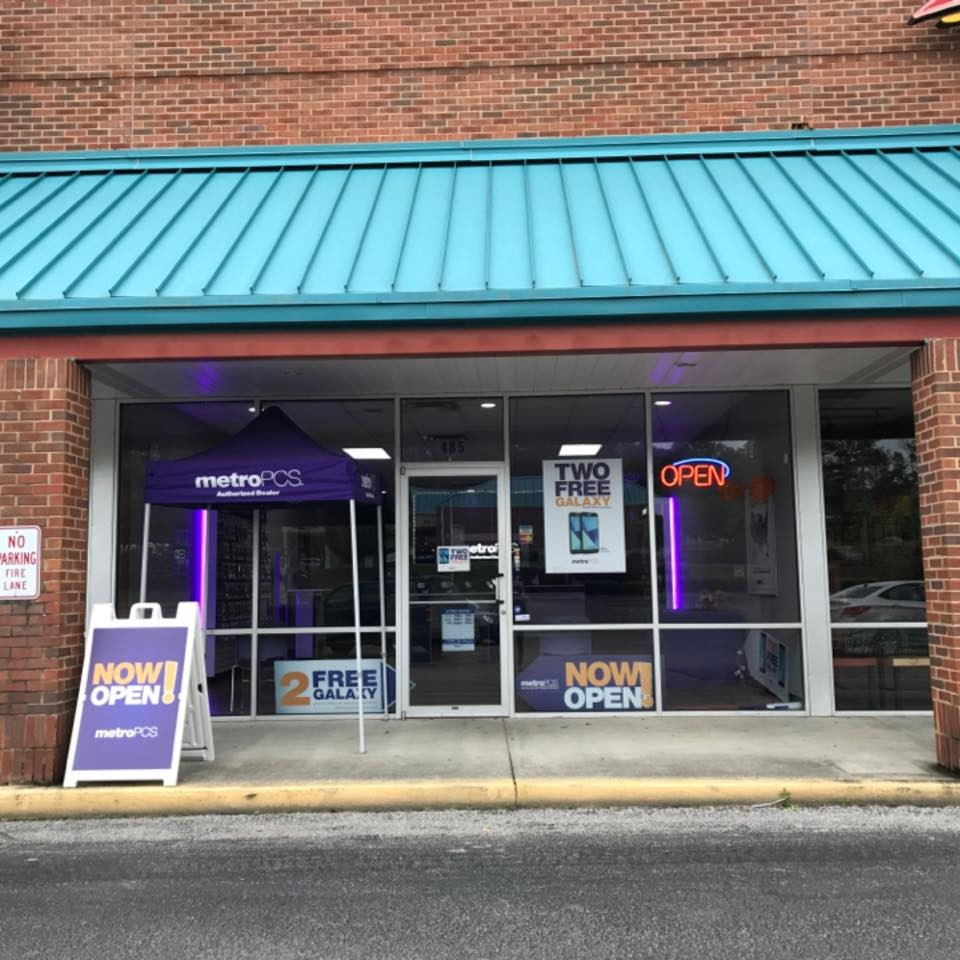 MetroPCS in Helena, meet Deon Zambrano, Store Manager and