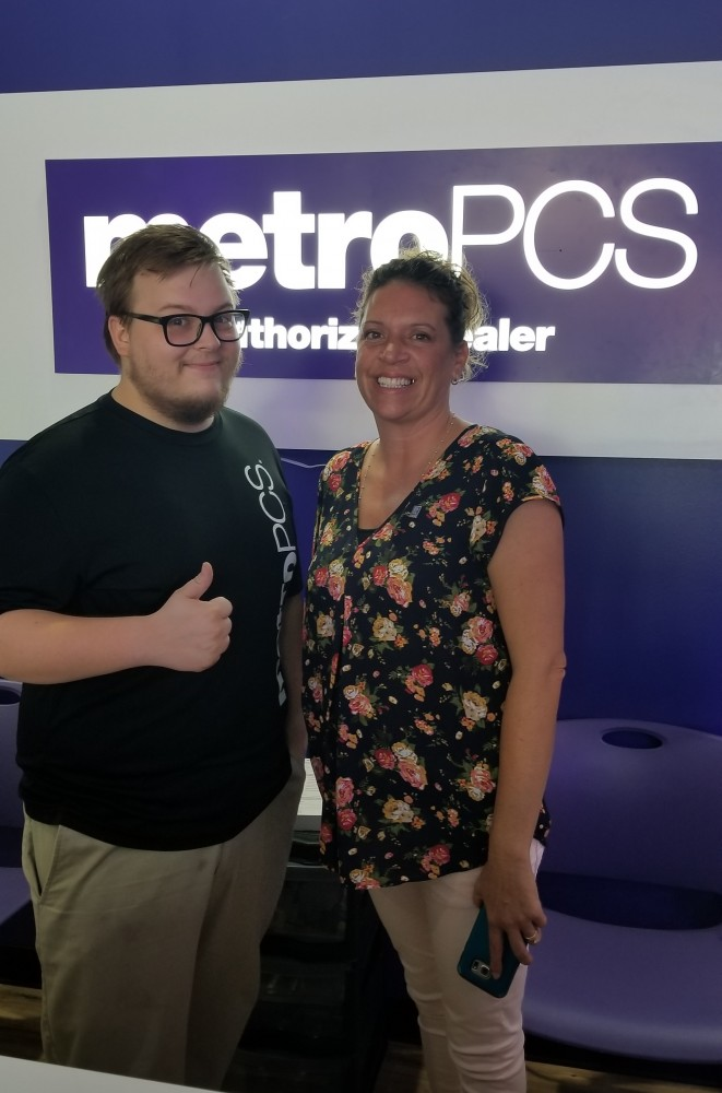 Metropcs In Helena Meet Deon Zambrano Store Manager And