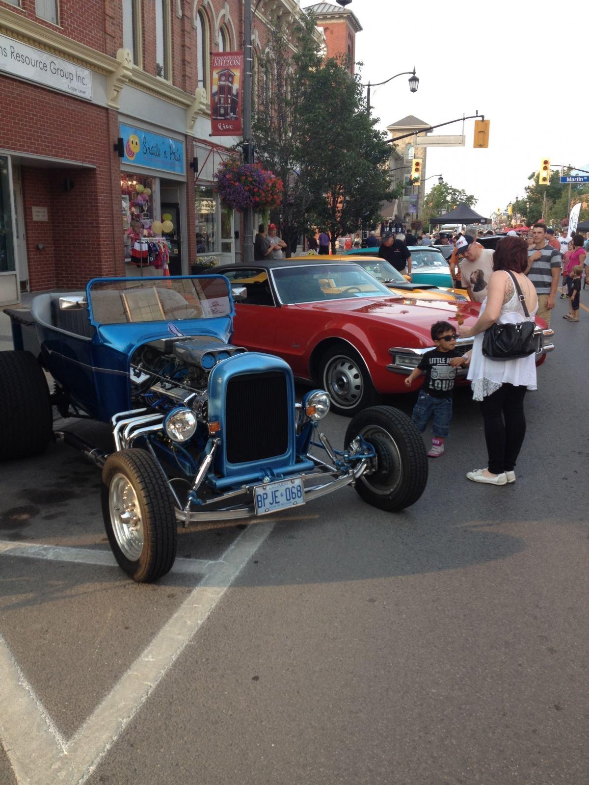 Classic Car Show Downtown Milton Parkbench - Car show downtown