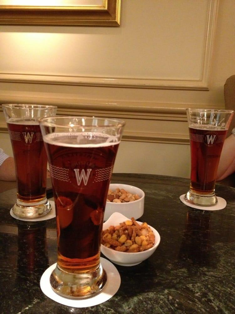 900 West Lounge & Wine Bar