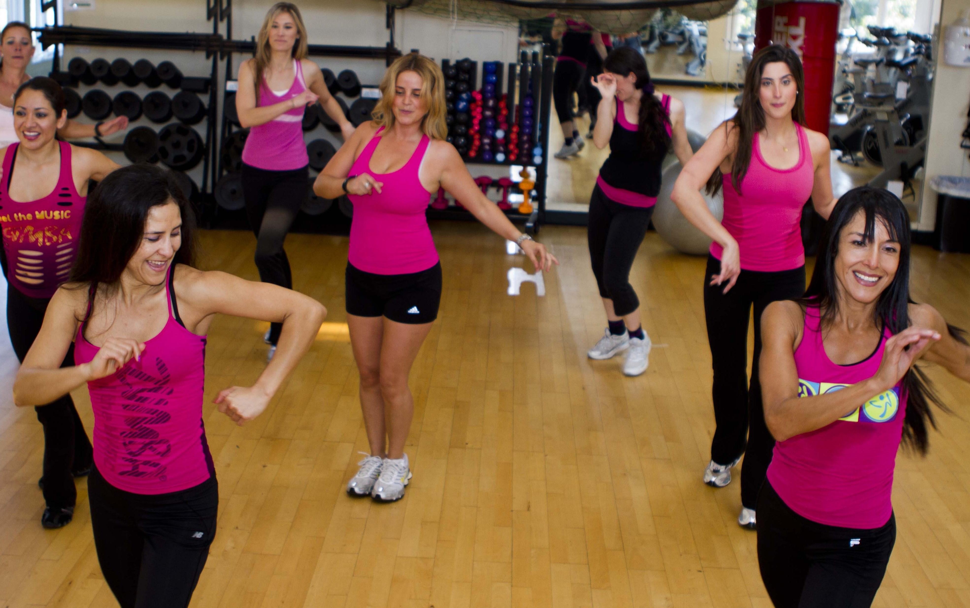 Dance 2 Fitness